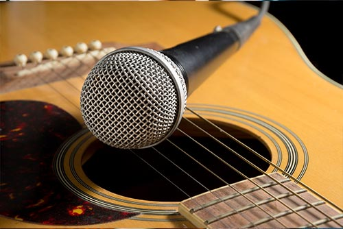 acoustic guitar with mic